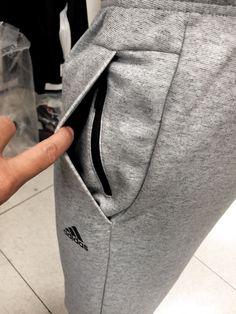 Sport Fashion, Mens Fashion, Sport Mode, Sewing Pockets, Track Pants Mens, Sewing Pants, Mens Sweatpants, Fashion Details, Fashion Design