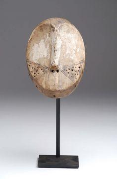 mascarilla, frontera etnia Lega ..., arte africano en la sala de ventas Chinon | sala de subastas Chinon
