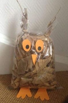List of all jesienne dekoracje przedszkole images and pictures. Browse latest and popular jesienne dekoracje przedszkole ideas Autumn Crafts, Fall Crafts For Kids, Nature Crafts, Diy For Kids, Kids Crafts, Diy And Crafts, Arts And Crafts, Owl Crafts, Preschool Activities