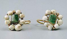 earrings, pair, gold with emeralds, Gallo-Roman, 3rd c. (Saint-Germain-en-Laye, MAN MAN86567)