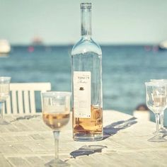 It's always wine o clock somewhere 🤗😉 Morning loves 🍸✨ #cheers #saturday #vibes #roseallday . . . . . . . . . #wineoclock #rose #wine #mykindofday #mylifestyle #loveit #saturdaymood #saturdayvibes #portugal #wanderlust #winelover #blogger #bloggerlife #dujour #summer #summervibes #eurosummer #instacool #instadaily #goodvibesonly