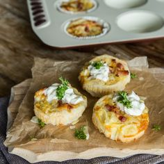 Pizza-Cupcakes mit Salami, Paprika und Pilzen