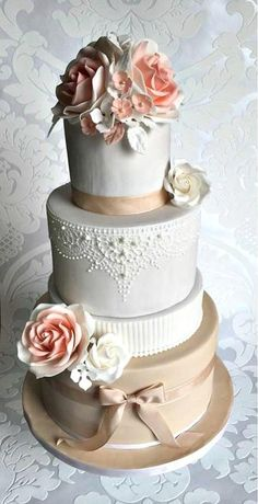 Wedding with lace by Frufi - http://cakesdecor.com/cakes/254690-wedding-with-lace