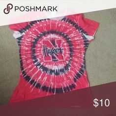 Size XL Nebraksa Huskers top Like new Xl Nebraska Huskers top. Reasonable offers accepted. Tops Tees - Short Sleeve