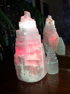 Selenite lamp with pink bulb (via lunarvibrations). Selenite stimulates brain activity, awareness and enhances clarity. Natural Crystals, Stones And Crystals, Selenite Lamp, Quartz Lamp, Geode Rocks, Stone Lamp, Natural Bedroom, Himalayan Salt Lamp, Bohemian Bedroom Decor