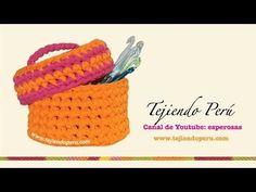 Canasta con tapa tejida en trapillo con crochet XL - YouTube. www.tejiendoperu.com Hacía tiempo que buscaba cómo hacerla :)