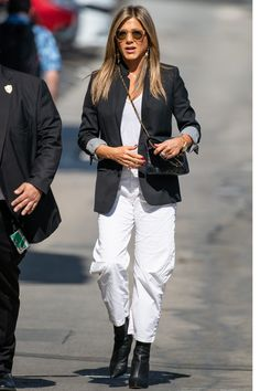 Jennifer Aniston Hot, Jennifer Aniston Pictures, Blazer Outfits, Winter Outfits, Rachel Green Style, Style Feminin, American Actress, Ted, Winter Fashion