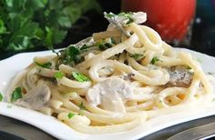 Spaghetti with mushrooms in a creamy sauce / Chief-Cooker Pasta Recipes, Cooking Recipes, Healthy Recipes, Spaghetti, Cream Sauce Recipes, Mushroom Pasta, Creamy Sauce, Mediterranean Recipes, Entrees