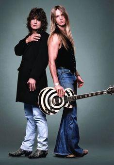 Ozzy Osbourne & Zakk Wylde - Fun Fact: Zakk's Mom used to sew his bell bottom jeans for him Heavy Metal Music, Heavy Metal Bands, Metallica, Moda Rock, Black Label Society, Zakk Wylde, We Will Rock You, Rockn Roll, Ozzy Osbourne