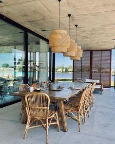 Floriipic (@floriipic) • Fotos y vídeos de Instagram Outdoor Furniture Sets, Outdoor Decor, Wicker, Dining Table, Instagram, Chair, Home Decor, Houses, Decoration Home
