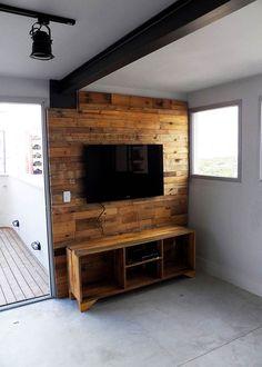 Composição completa para um painel de TV com pallet