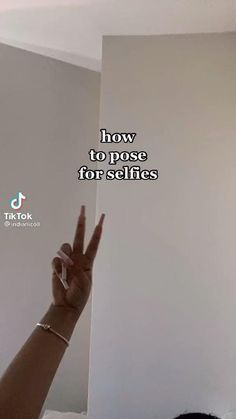 Cute Instagram Pictures, Ideas For Instagram Photos, Cute Poses For Pictures, Instagram Pose, Selfie Tips, Selfie Poses, Teen Photography Poses, Portrait Photography, New Foto