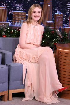 Elle Fanning made a guest appearance On Tonight Show With Jimmy Fallon She wore a peach halter Fendi Spring 2017 embroidered apron dress. Jimmy Fallon, Pinterest Cute Outfits, Look Fashion, High Fashion, The Dress, Pink Dress, Dakota And Elle Fanning, Velvet Gown, Apron Dress