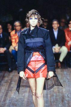 Comme des Garçons Fall 2001 Ready-to-Wear Fashion Show Details