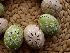 madeira Carved Eggs, Egg Tree, Ukrainian Easter Eggs, Easter Traditions, Faberge Eggs, Chicken Eggs, Egg Shells, Summer Crafts, Carving