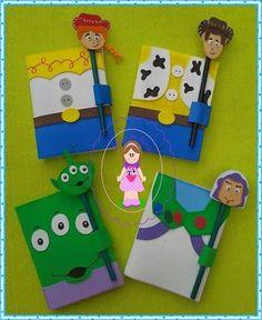 Caderno Foam Crafts, Crafts To Make, Crafts For Kids, Decorate Notebook, Diy Notebook, Handmade Sheet, Envelope Design, Class Decoration, Toy Story Birthday