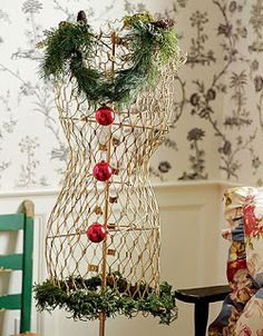Red and white Christmas. Day 5 of the Chistmas Decorating Ideas Marathon!