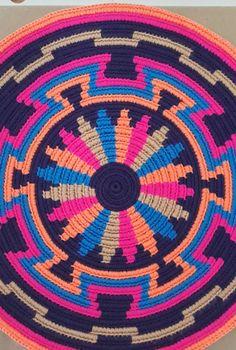 Gallery Grade sisal handmade basket by Tintsaba in Swa Tapestry Crochet Patterns, Crochet Mandala Pattern, Crochet Circles, Crochet Quilt, Crochet Chart, Mochila Crochet, Crochet Shell Stitch, Tapestry Bag, Crochet Purses