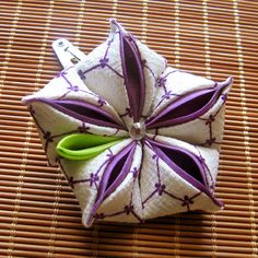 Ah, purple, the color of royalty. I love working with purple so I made this kanzashi from an off white colored kimono fabric with a purple hexagon