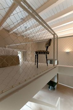 Architecture - Excellent Minimalist White Painted Palazzo Calo House Bedroom Loft With Traditional And Industrial Mesh Railing For Protectio. Staircase Handrail, Staircase Design, Railings, Stairs, Old Fashioned House, Interior Architecture, Interior Design, Interior Modern, Country Interior