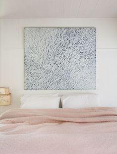 Her kunne vi godt tage en lur - i bløde, douche farver, ah // Looks so nice and welcoming - bedroom in douche pastels