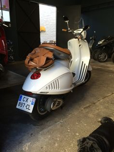 Vespa 946, top classe ! Scooters, Vespa, Vehicles, Motorcycles, Top, Barn, Wasp, Hornet, Motor Scooters