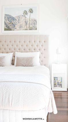 Das Schlafzimmer ist der wichtigste Raum in Deinem Zuhause, denn es ist Deine persönliche Ruheoase. In diesem Beitrag geben wir Dir deshalb hilfreiche Tipps, wie Du auch ein kleines Schlafzimmer einrichten kannst und dabei den Raum optimal ausnutzt. Furniture, Home Decor, Helpful Tips, Room Interior Design, Home Decor Accessories, Bed, Ad Home, Homes, Dekoration