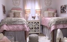 This pink dorm bedding creates such a cute dorm room! Cute college dorm bedding ideas by color scheme! No matter what you want your dorm room to look like, these are the cutest sets and accessories by color! Dorm Room Styles, Dorm Room Designs, Dorm Room Walls, Cool Dorm Rooms, College Dorm Rooms, College Dorm Bedding, Girl College Dorms, Ideas Dormitorios, Dorm Room Organization