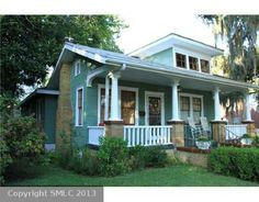 Home in Savannah.  Is this not the cutest little house?  Luv it.