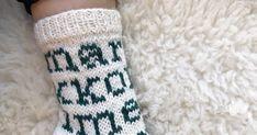 EDIT: Ruutupiirros lisätty. Koko 38 Lanka Novita 7 veljestä, luonnonvalkoinen ja kataja, yhteensä 100 g Sukkapuikot 3,5 mm tai käsialan muka... Marimekko, Socks, Knitting, Diy Ideas, Tricot, Breien, Sock, Stricken, Weaving