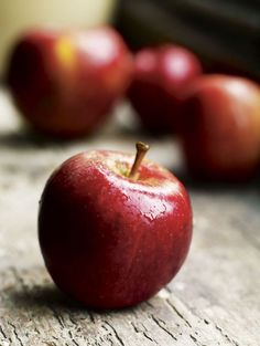 Happy Eat a Red Apple Day! Your mission today, is to pick an apple among all of the varieties, and eat it! Apple Fruit, Apple Pear, Fruit And Veg, Red Apple, Fruits And Veggies, Fresh Fruit, Vegetables, Apple Snacks, Cherry Fruit