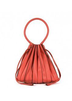 Lupo Barcelona - Abanico Medium Fresa #botd #handbags #fashion #barcelonastyle #leather #coral #statementbag #chic #musthave