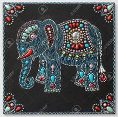 auténtico elefante pintura original artesanía hecha a mano en el estilo tradicional de Ucrania con piedras joyería en fondo negro