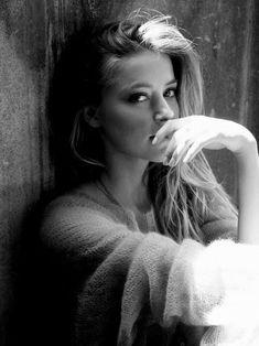 Idea / inspiration for the portrait of a woman. Woman portrait – photo shoot …- Idea / inspiration for the portrait of a woman. Woman portrait – photo shoot – shoot – portrait photography – natural – authentic – black and white vanessasblickwink … – Foto Portrait, Portrait Poses, Female Portrait, Woman Portrait, Portrait Lighting, Portrait Inspiration, Photoshoot Inspiration, Character Inspiration, Ideas For Photoshoot
