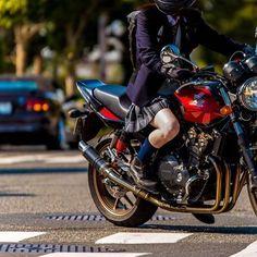 18歳最後の記念としてとった制服ショットが遠い過去に感じるけどまだ今年の話なのね #エバグリ #制服バイク #JKライダー #HONDA #CB400SF #異彩を放つ赤と黒 #ボブルビー #バイク