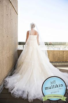 that dress with that veil! yes!