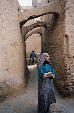 Iran - femme iranienne, habitante d'un village, dans le désert - Iranian woman in a village in the desert