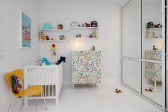 Lustrzana szafa w pokoju dziecka