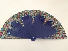 Jardin de rosas Antique Fans, Vintage Fans, Vintage Items, Hand Held Fan, Hand Fans, Parasol, Fan Decoration, Hot Flashes, Powder Puff