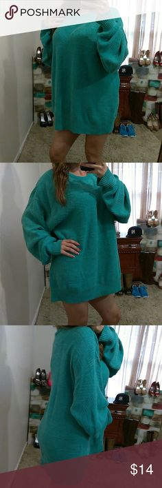 "Teal Quilted Pattern Pull Over Sweater Excellent condition- acrylic blend (tag with size & material was cut off)fits like XL- Bust: 30"" (relax) length: 30.5"" (shoulder to bottom hem)** model is 5""2, 115 lbs & 34D** The Fox Collection Sweaters Crew & Scoop Necks"