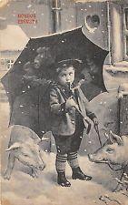 B27634 child enfant with umbrella holiday pig couchon boldog ujevet