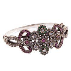 Bracelete em prata 925 com detalhes em cobre, jade na cor esmeralda e rubi, com cravação de zircônias brancas.  Bracelete imponente, agrega estilo à qualquer look.