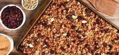 Müsli soll gesund sein, aber bitte auch schön crunchy. Die Lösung: Knuspermüsli selber machen! Hier Rezept & Anleitung für 1 knuspriges Frühstück …