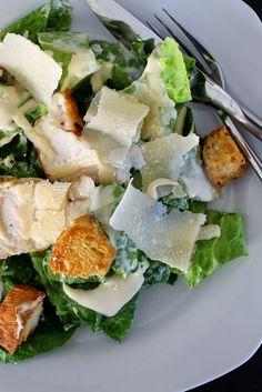 Min kæreste har igennem et stykke tid efterlyst caesar salad på menuen til aften. Så i fredags - på en ganske børnefri aften, fik jeg endeli...