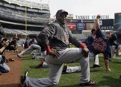 El bateador designado de los Medias Rojas de Boston, David Ortiz (34), antes de un juego contra los Yanquis de Nueva York en el Yankee Stadium de Nueva York, el 01 de abril de 2013. | Créditos: AP / Kathy Willens