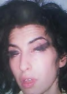 Amy Winehouse 2008 mugshot