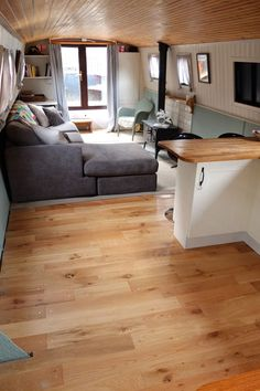This is must see web content. Simply click the link for more information formula boats. Click the link for more info. Living On A Boat, Tiny Living, Living Spaces, Barge Interior, Interior Design, Canal Boat Interior, Barge Boat, Canal Barge, Narrowboat Interiors