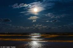 Yeahhhhhhhhhhh, figured this would do it.  Full moon over the Gulf? Check.  Lodging reservations? (888)939-8680.