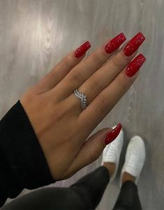 coffee nails burgundy nails arrow nails homecoming nails s… Blush Nails, Arrow Nails, Periwinkle Nails, Pink Wedding Nails, Red Acrylic Nails, Christmas Acrylic Nails, Red Christmas Nails, Burgundy Nails, Red Nails With Glitter
