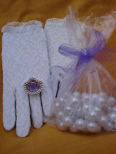 Girls Tea Party Dress Up Set Hats Gloves Feather Fans Umbrella /& Pearl Necklace